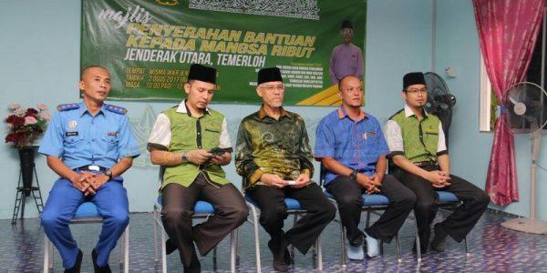 Majlis Sampaikan Bantuan 25 Mangsa Ribut (2)
