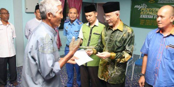 Majlis Sampaikan Bantuan 25 Mangsa Ribut (5)