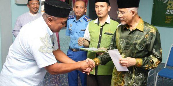 Majlis Sampaikan Bantuan 25 Mangsa Ribut (6)