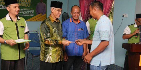 Majlis Sampaikan Bantuan 25 Mangsa Ribut (8)