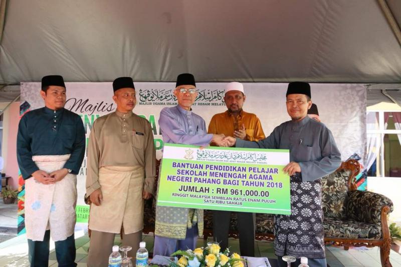 Rm1 07 Juta Bantuan Pendidikan Pelajar Sman Pahang Tajaan Buku Literasi Bahasa Arab Ezakat