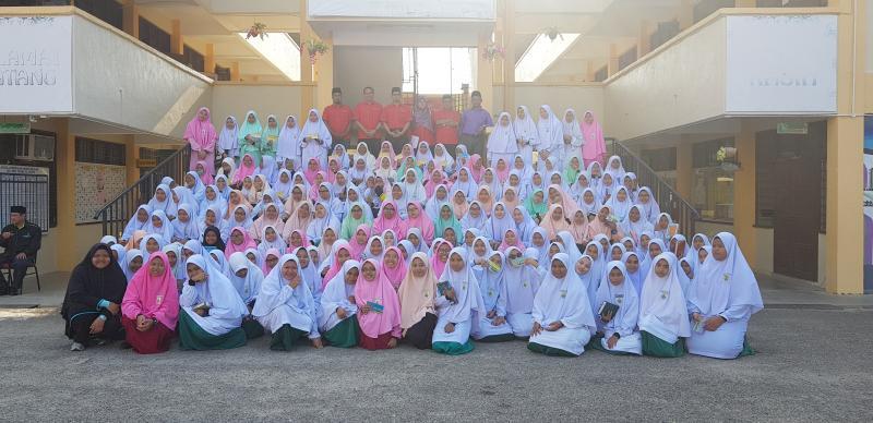 370 Orang Pelajar Sma Al Wosto Temerloh Menerima Bantuan Zakat Pendidikan Sekolah Agama Negeri Pahang Tahun 2019 Ezakat